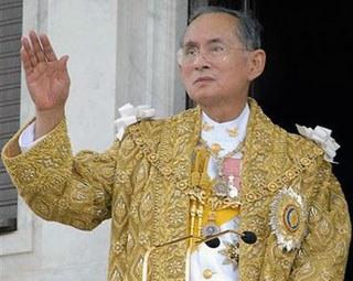 Il congedo del sovrano della Tailandia: era il monarca più longevo al Mondo